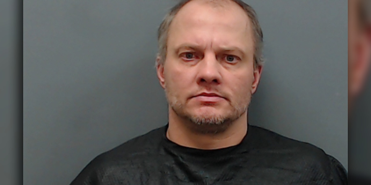 Longview man indicted after throwing brick through church window