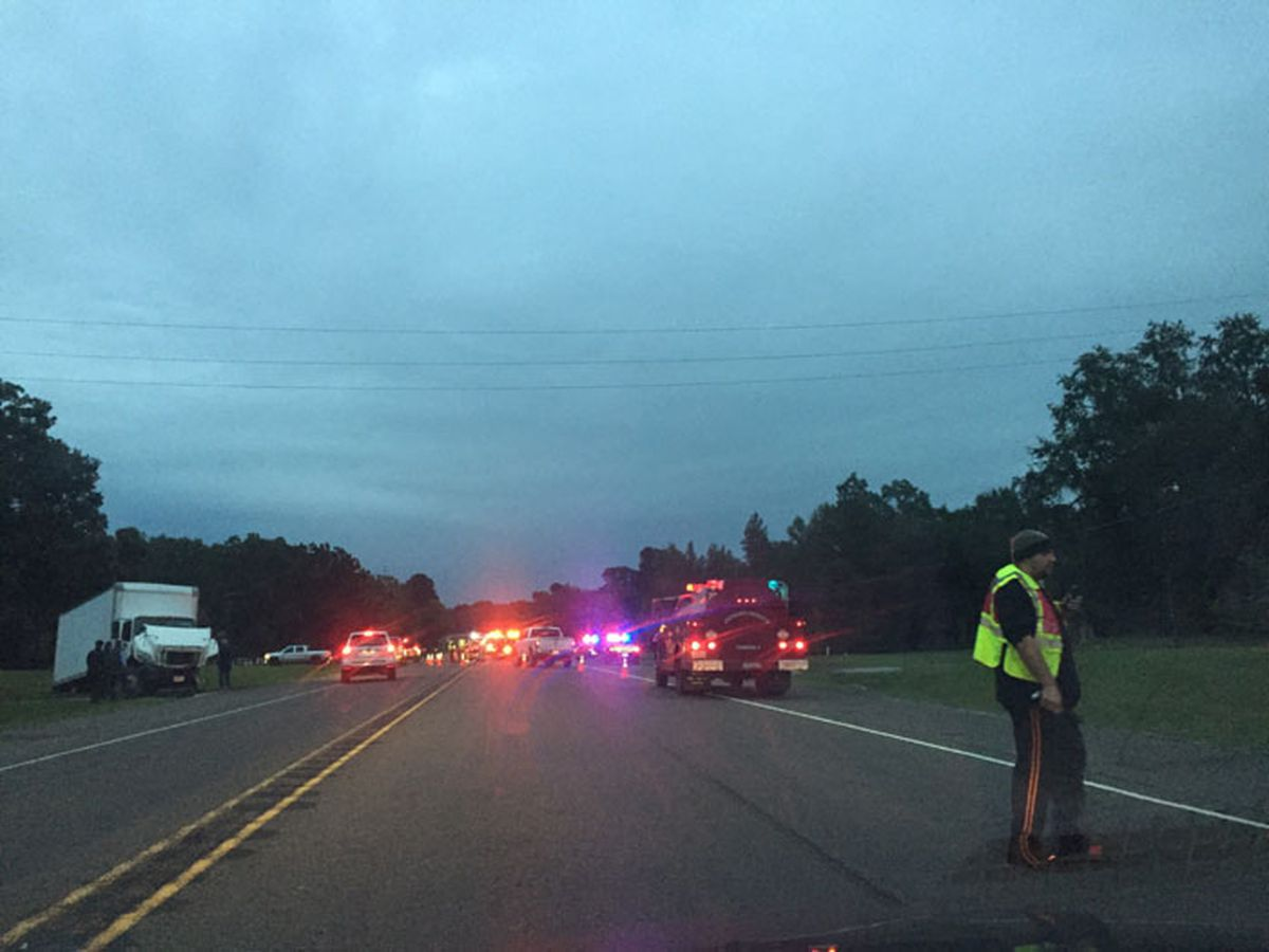 Eastbound lanes of Highway 31 blocked after wreck between Tyler and Kilgore