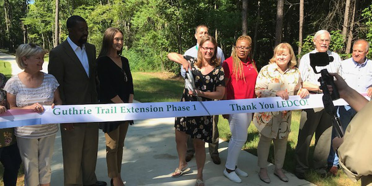 Dozens attend ribbon-cutting ceremony for Longview's new Guthrie Trail