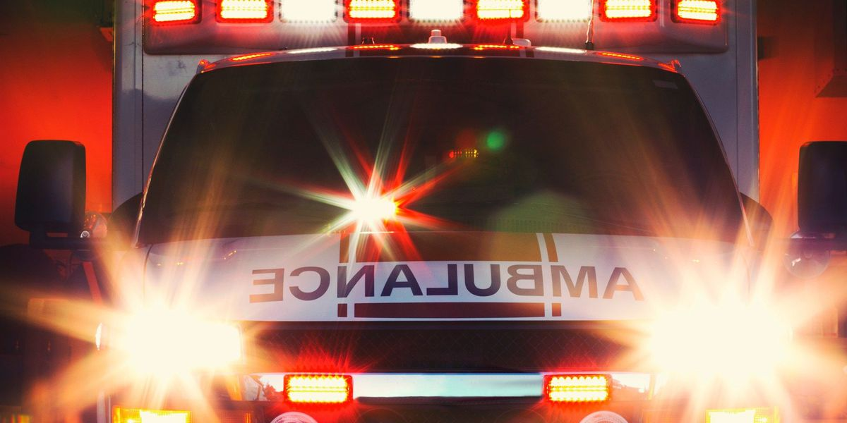 Passenger killed in one-vehicle fatal wreck in Henderson County, driver hospitalized