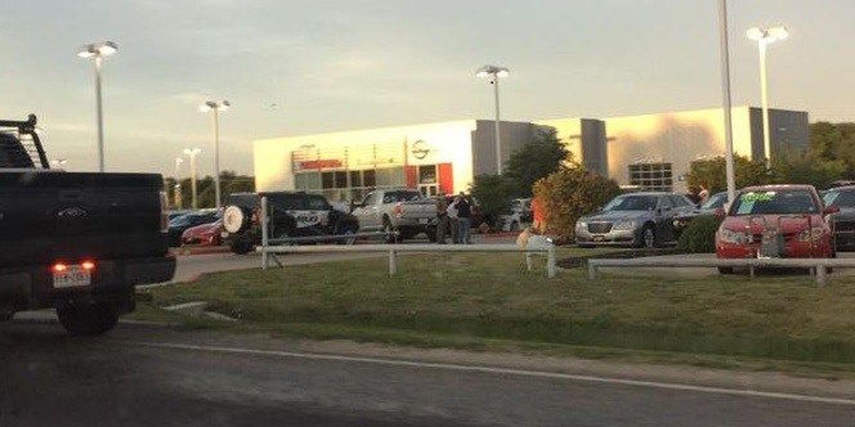 Nissan Dealerships Dfw >> 3 Killed In Shooting At Greenville Nissan Dealership