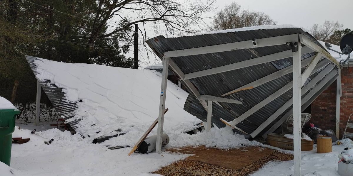 Snow causes carport to collapse, trapping East Texas family
