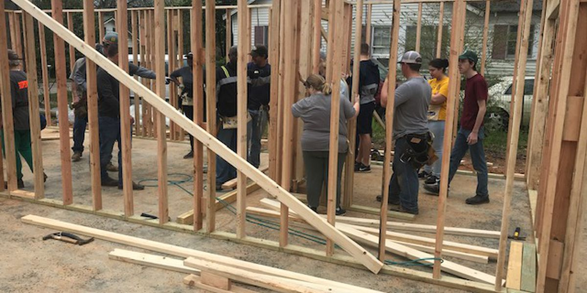East Texas college students spend Spring Break building home for Habitat for Humanity
