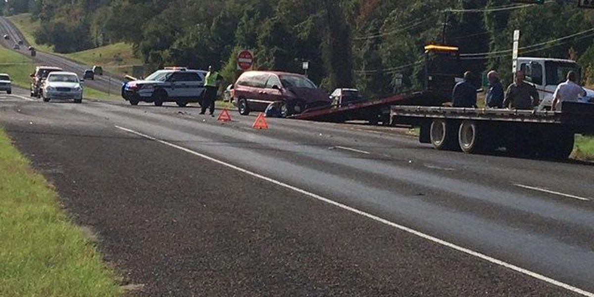 Tyler police respond to crash involving van, flatbed