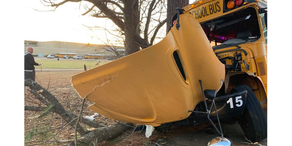 Gladewater ISD bus crashes into tree; minor injuries reported