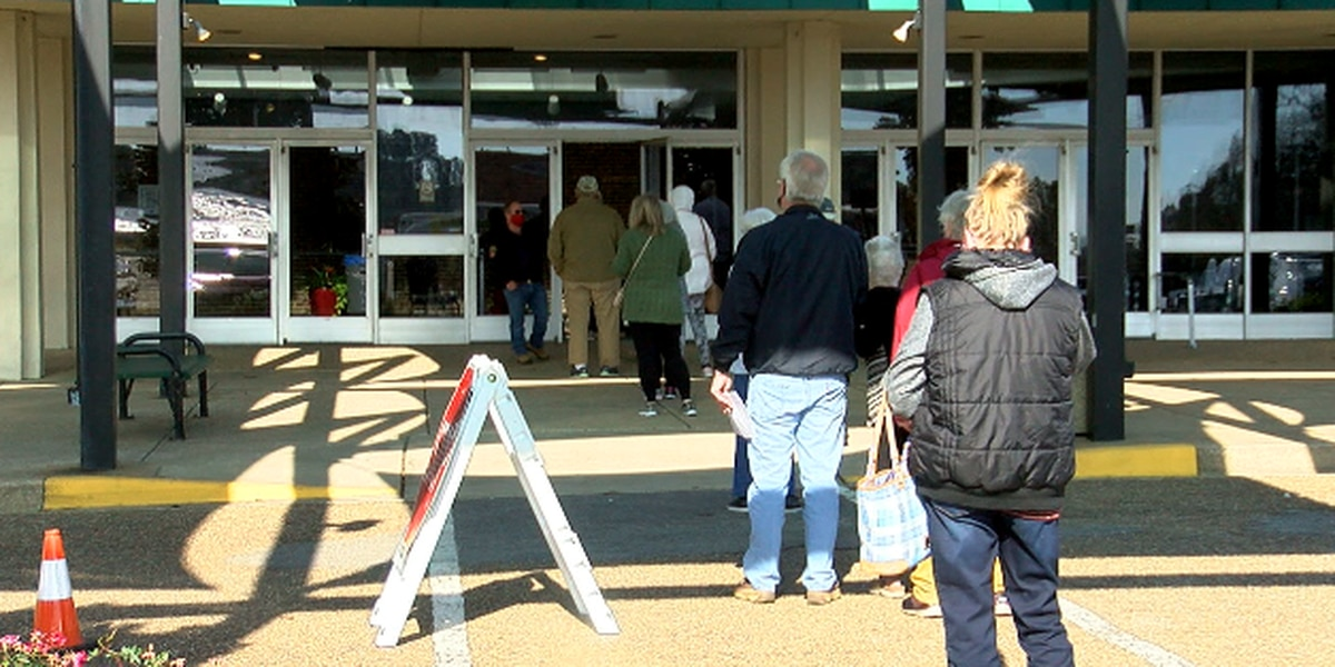 Day 2: Hundreds attend drive-thru COVID-19 vaccine clinic at Harvey Convention Center