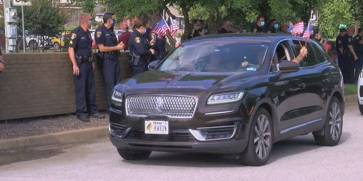 Longview residents show appreciation for police, firefighters with parade