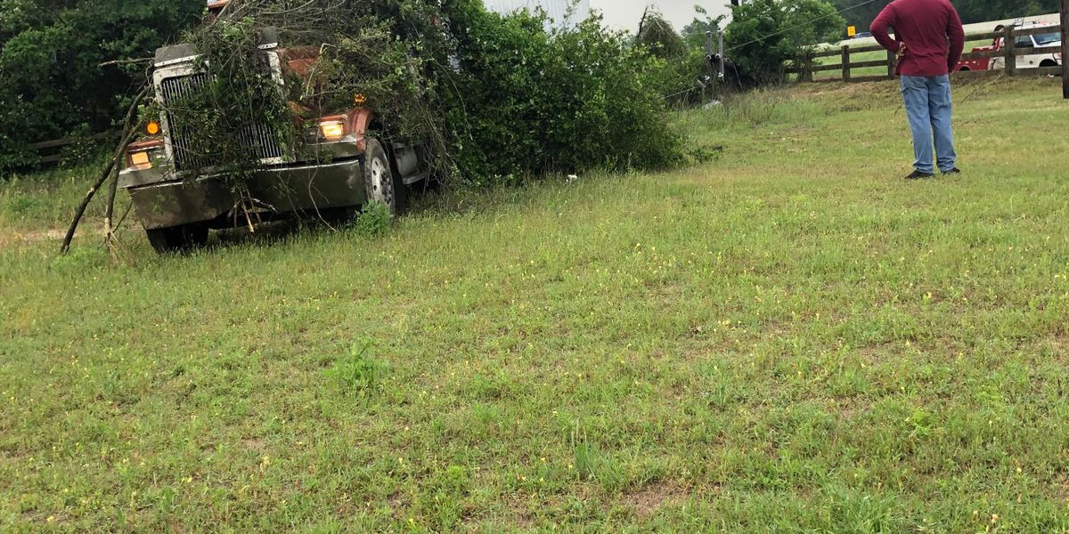 18-wheeler crashes into yard, causes power outage near Van