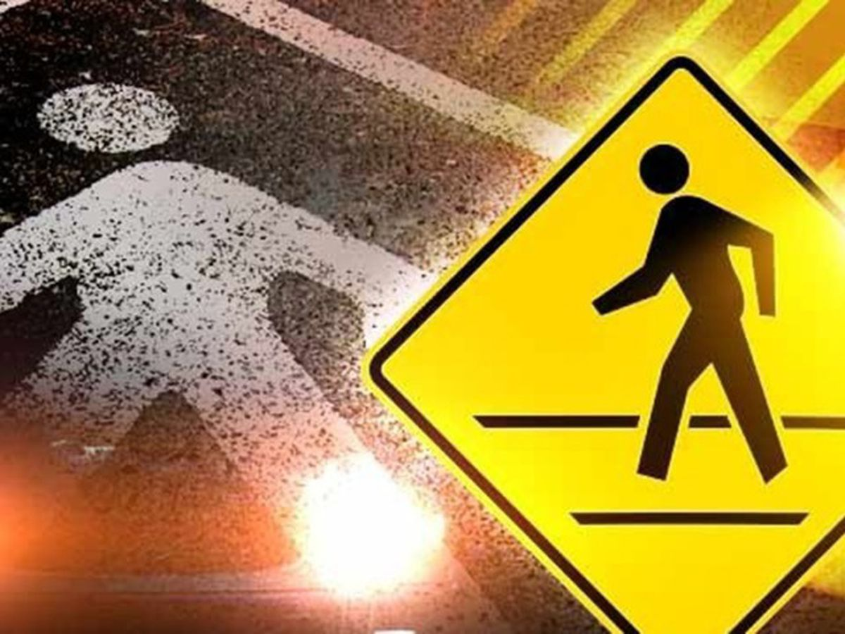 Woman struck by vehicle crossing Broadway Ave. in Tyler