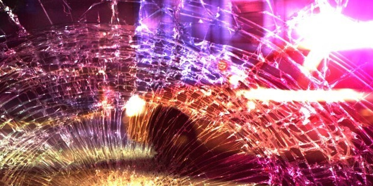 1 dead in single vehicle crash in Smith County