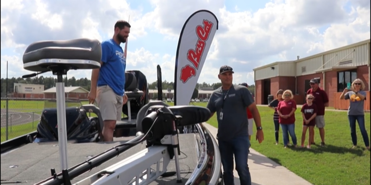 Brandon Belt gifts boat to former high school coach