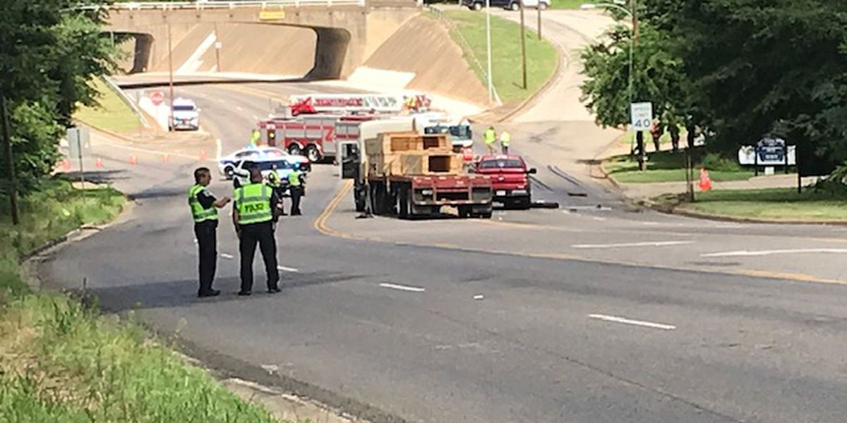 Traffic flowing again on Front Street after crash involving 18-wheeler