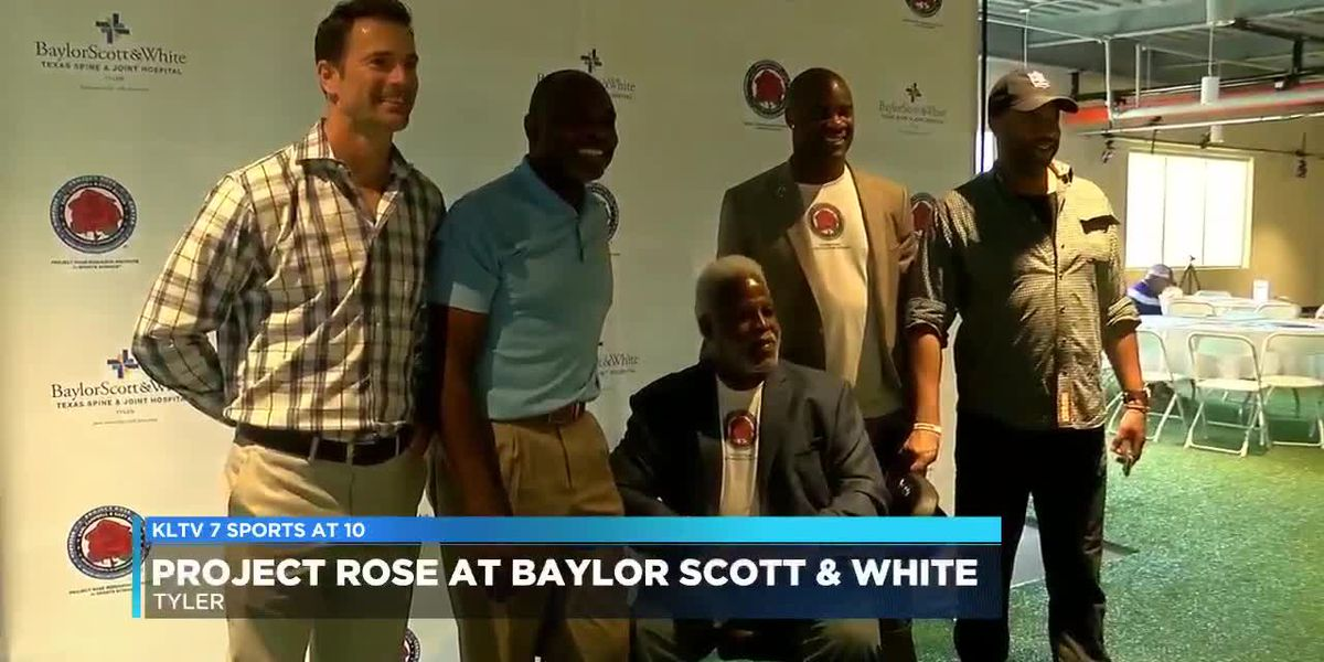 VIDEO: Former NFL players host coaches' clinic