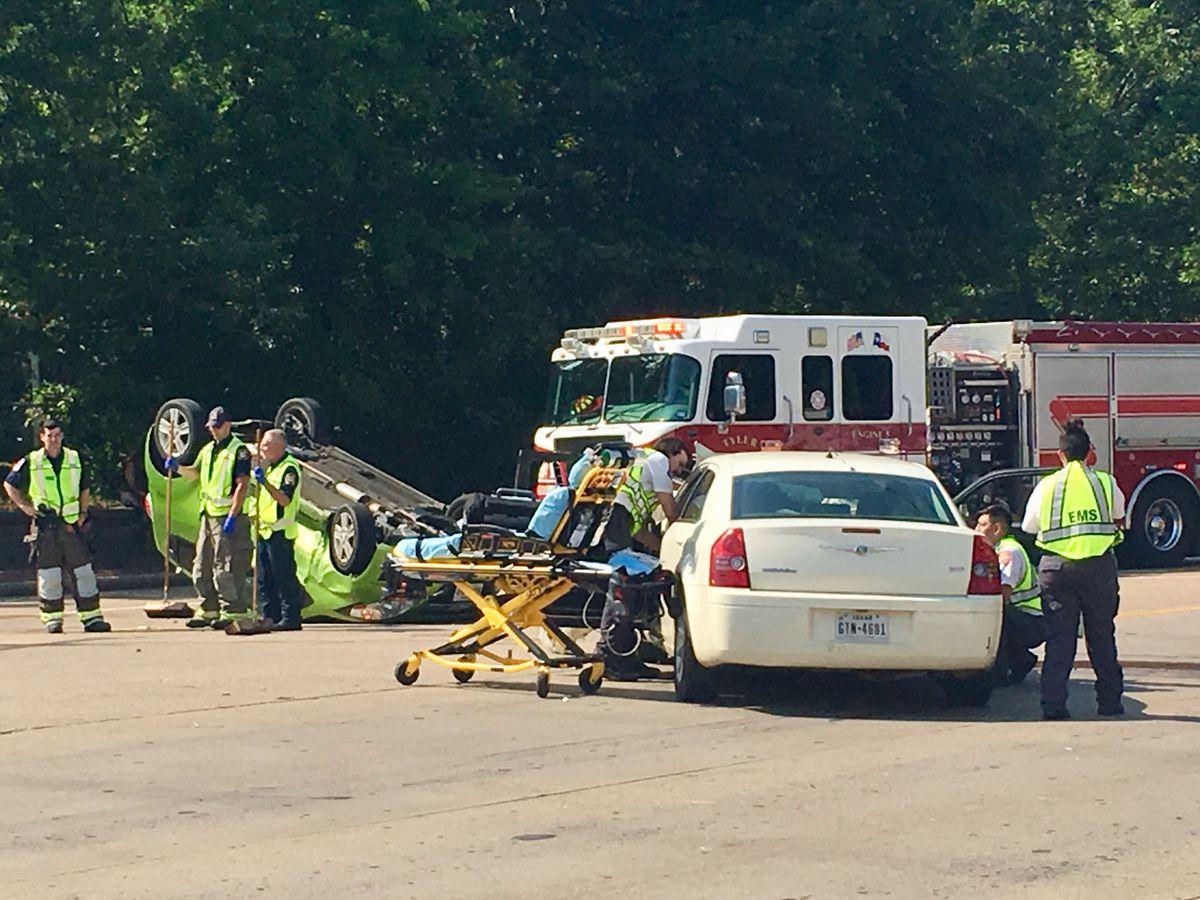 1 injured in Tyler pin-in wreck