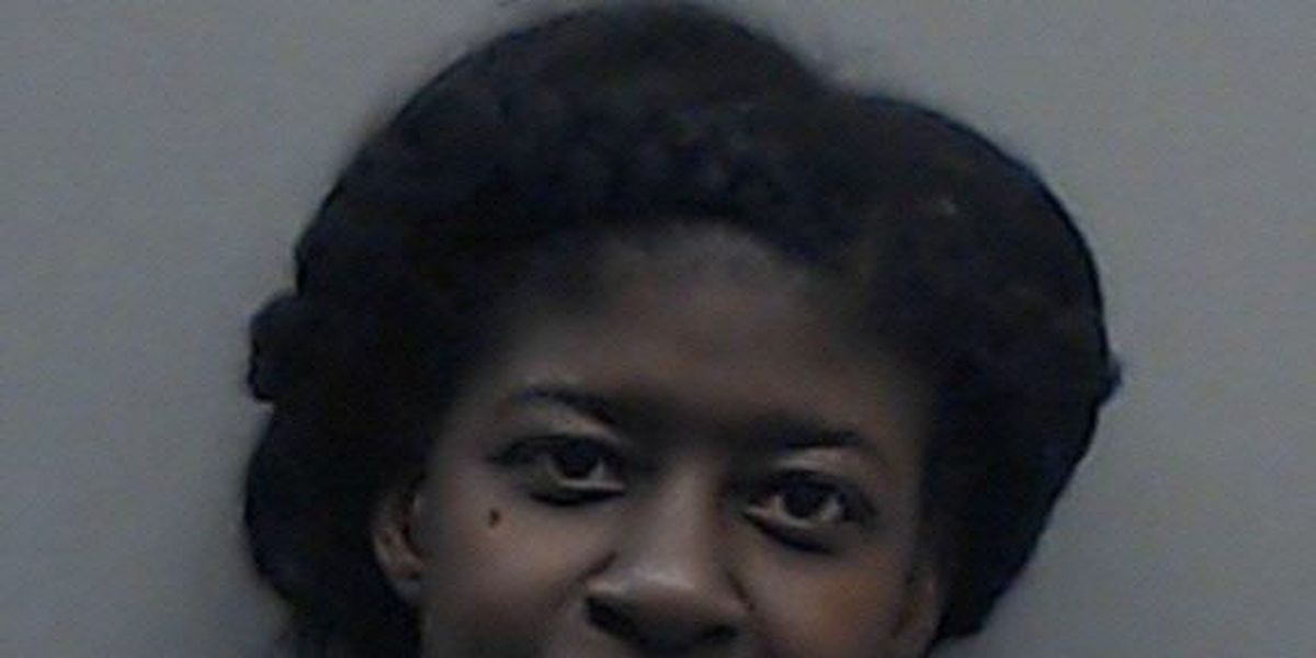 Tyler woman accused of setting car ablaze after beating it with pipe