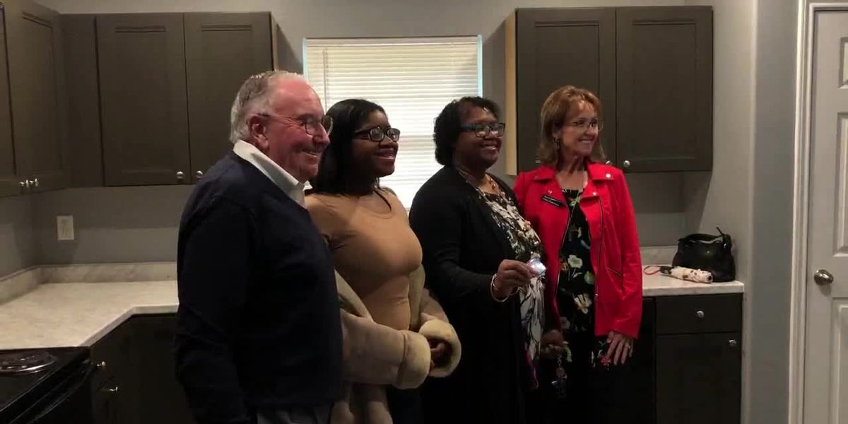 WEBXTRA: Habitat for Humanity dedicates 108th home in Smith County
