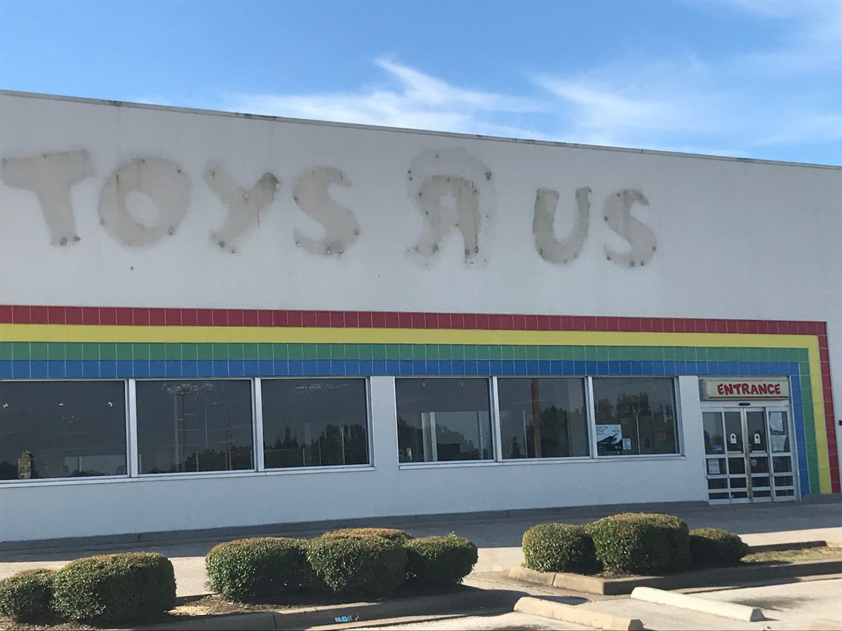 Ollie's Bargain Outlet moving into Longview Toys R Us building
