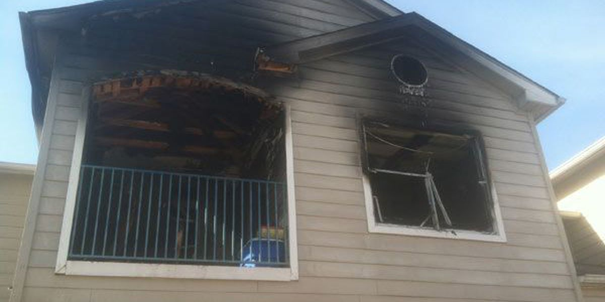 4 displaced in apartment complex fire
