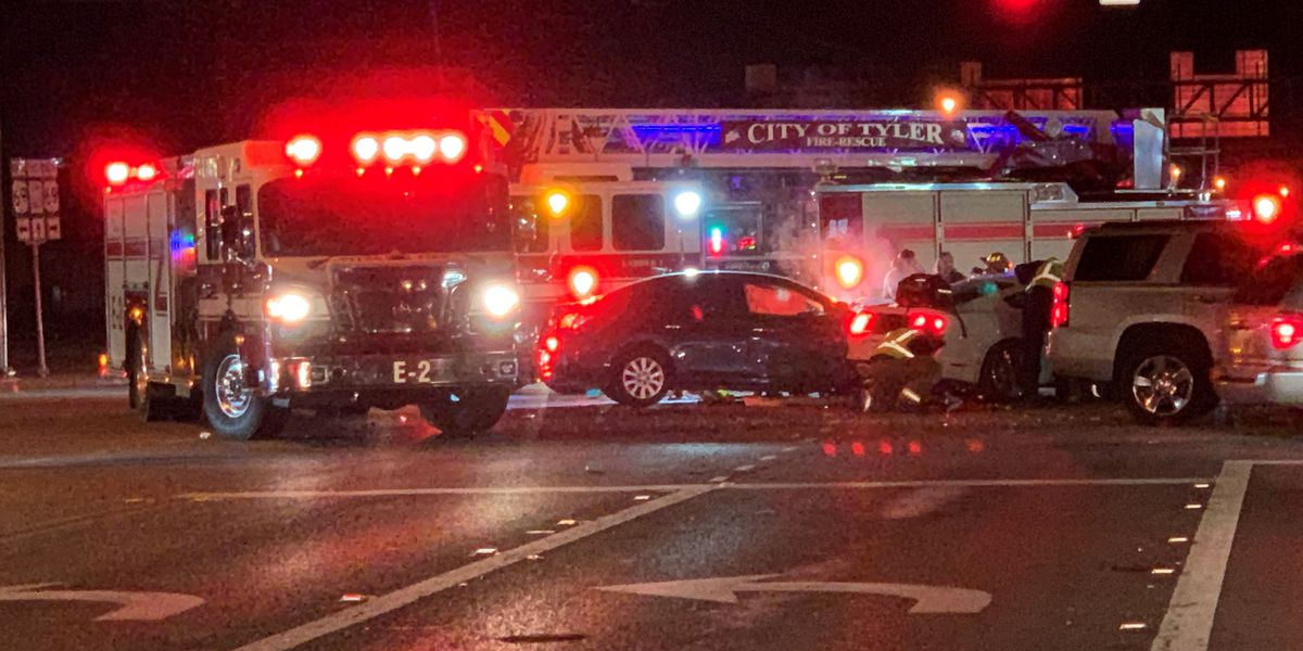 Intersection cleared after major wreck at Loop 323 and Broadway