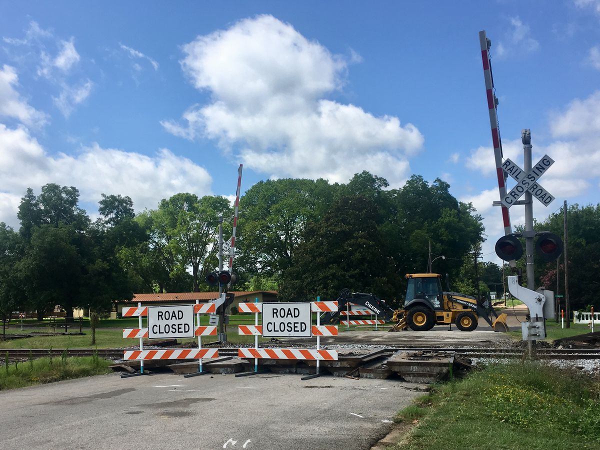 Railroad crossing at Broadway Ave. in Gladewater closed while repairs underway
