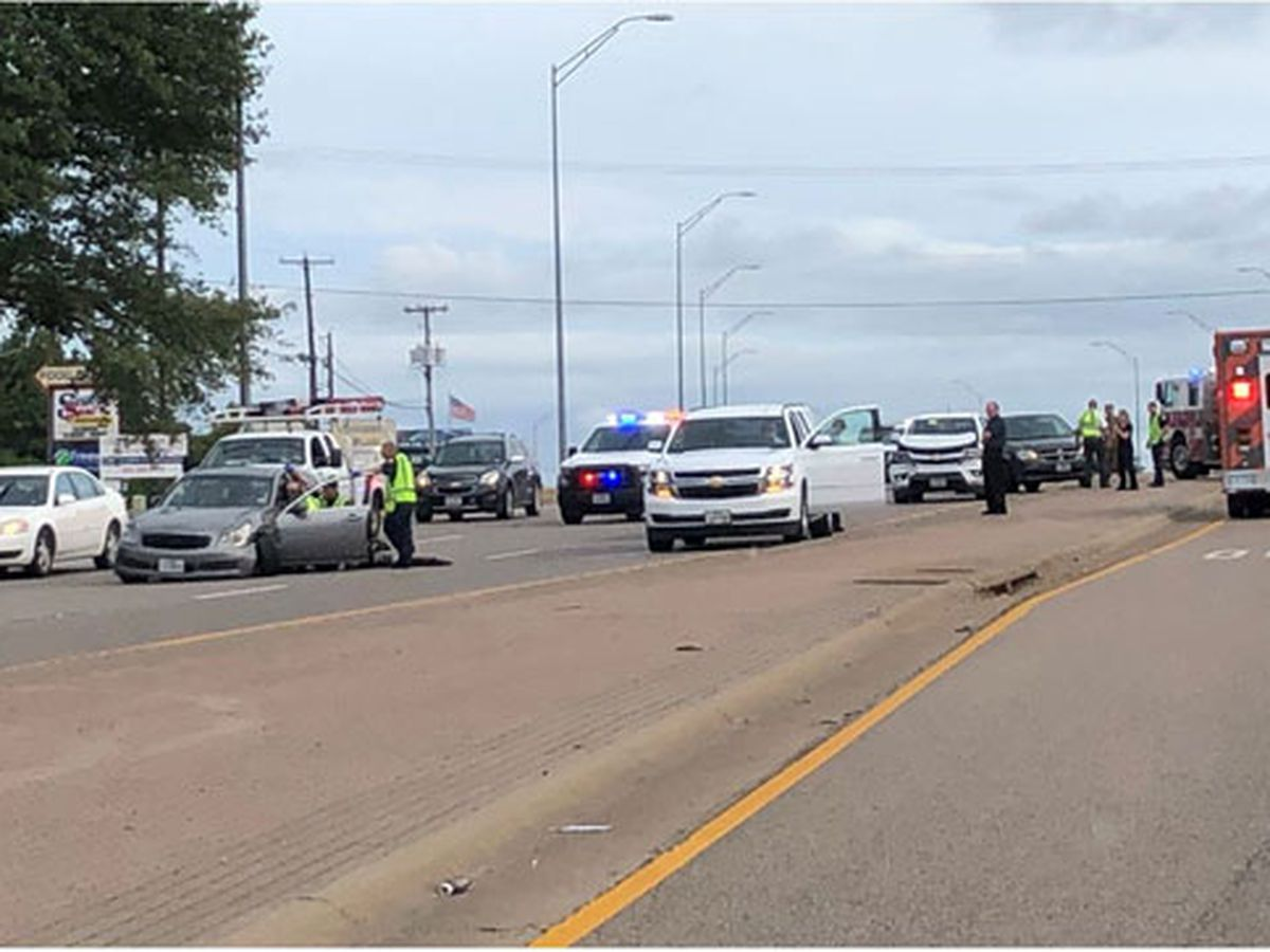 Wreck near Tyler's Loop 323, Towne Park intersection slowing traffic