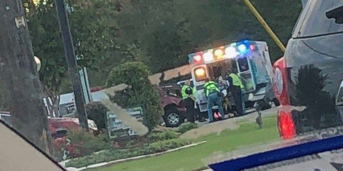 Emergency crews on scene of wreck in Tyler, injuries reported