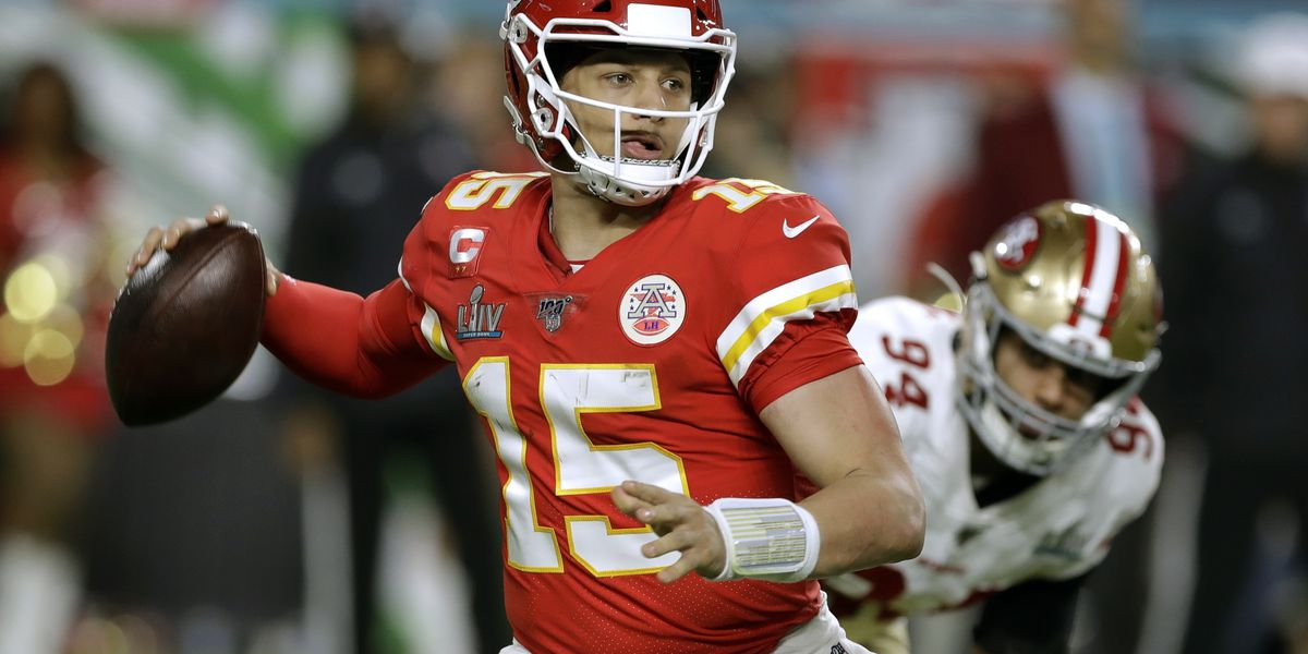 Chiefs use fifth-year option on Mahomes, seek long-term deal