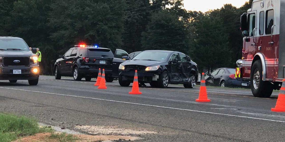 Multi-vehicle crash slows Hwy 31 E. near FM 850