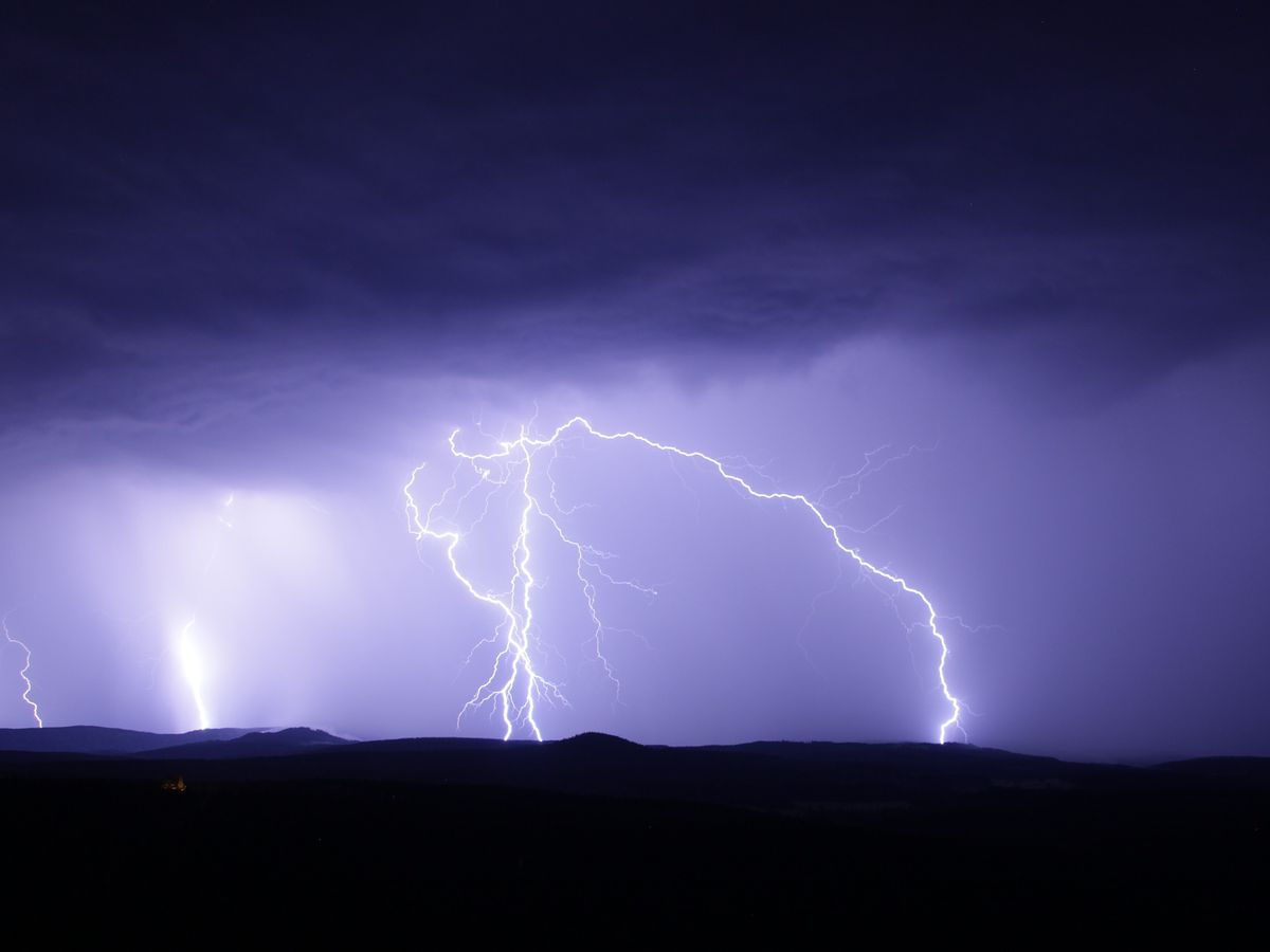 KIDSTORM: Learn more about tornadoes, lightning, hurricanes and storm chasing