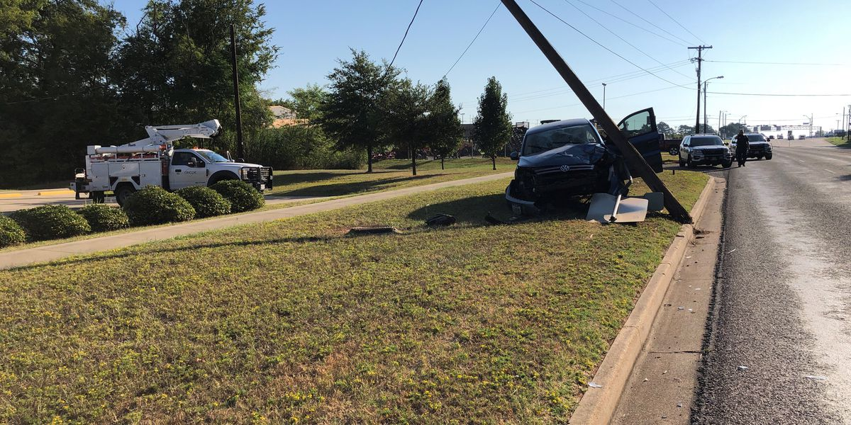 Car crashes into utility pole, causes traffic backup on Front Street in Tyler