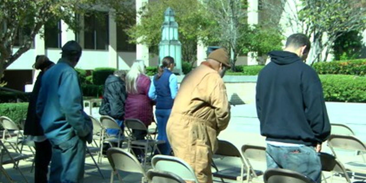 Longview holds Thanksgiving prayer service