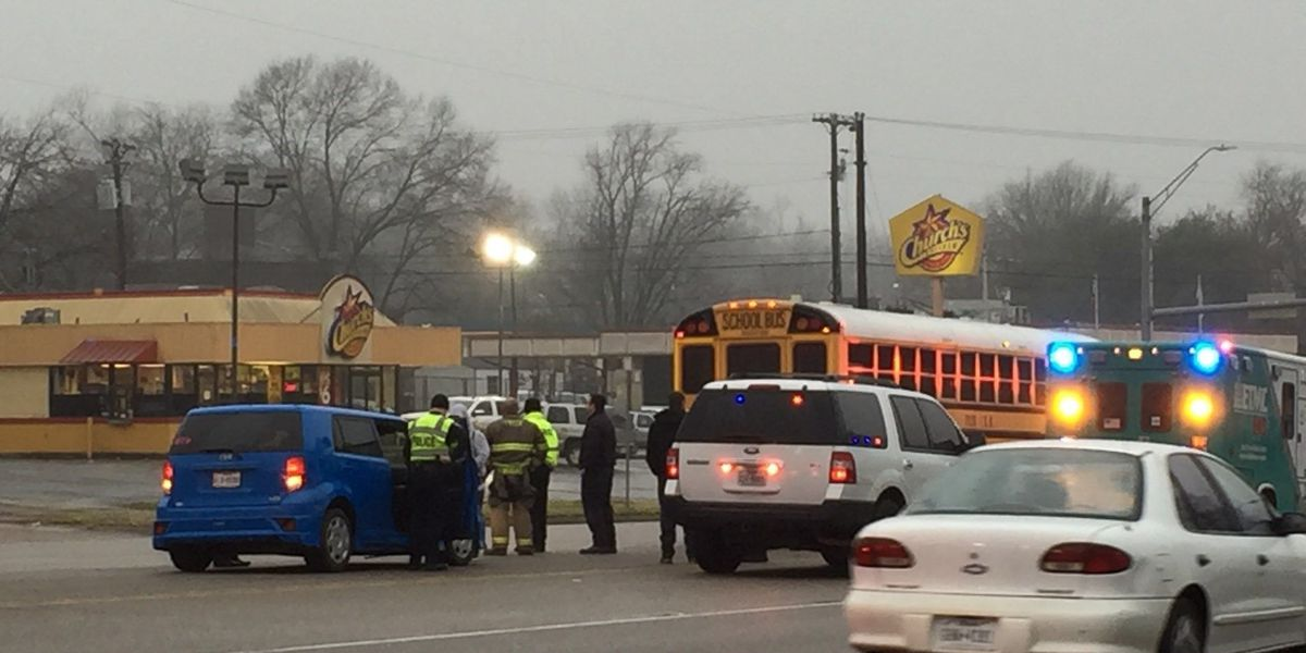 Tyler ISD bus involved in wreck at Palace, Gentry; no injuries reported
