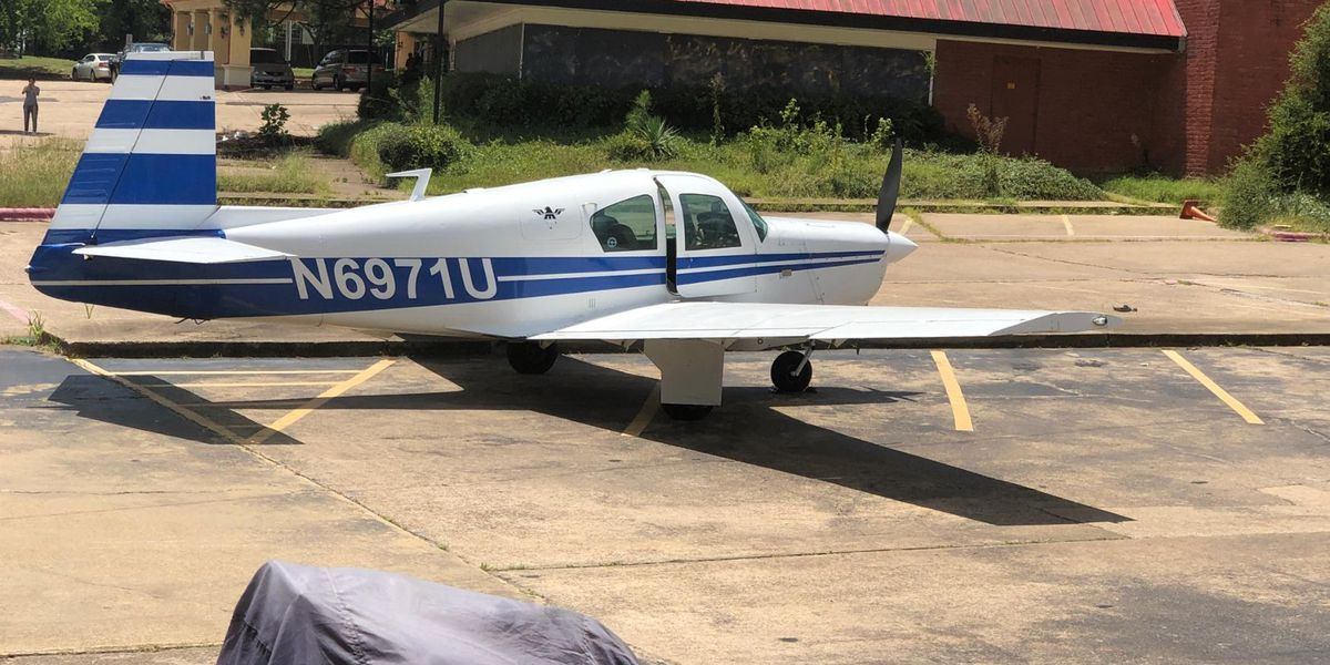 Plane lands on highway, pulls into Kilgore hotel parking lot