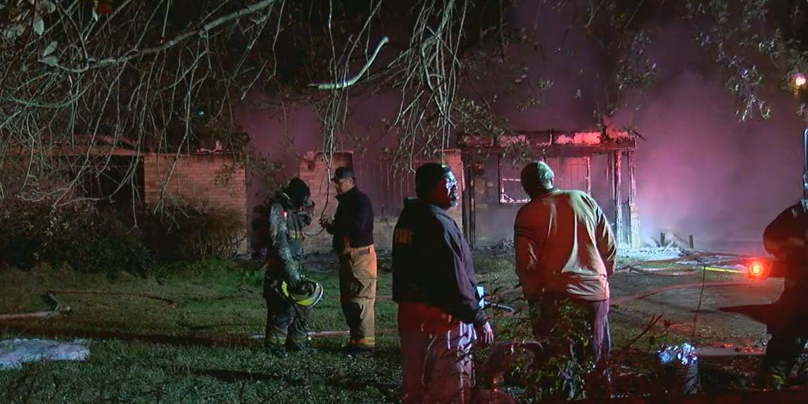 Smith Co. crews responding to overnight house fire