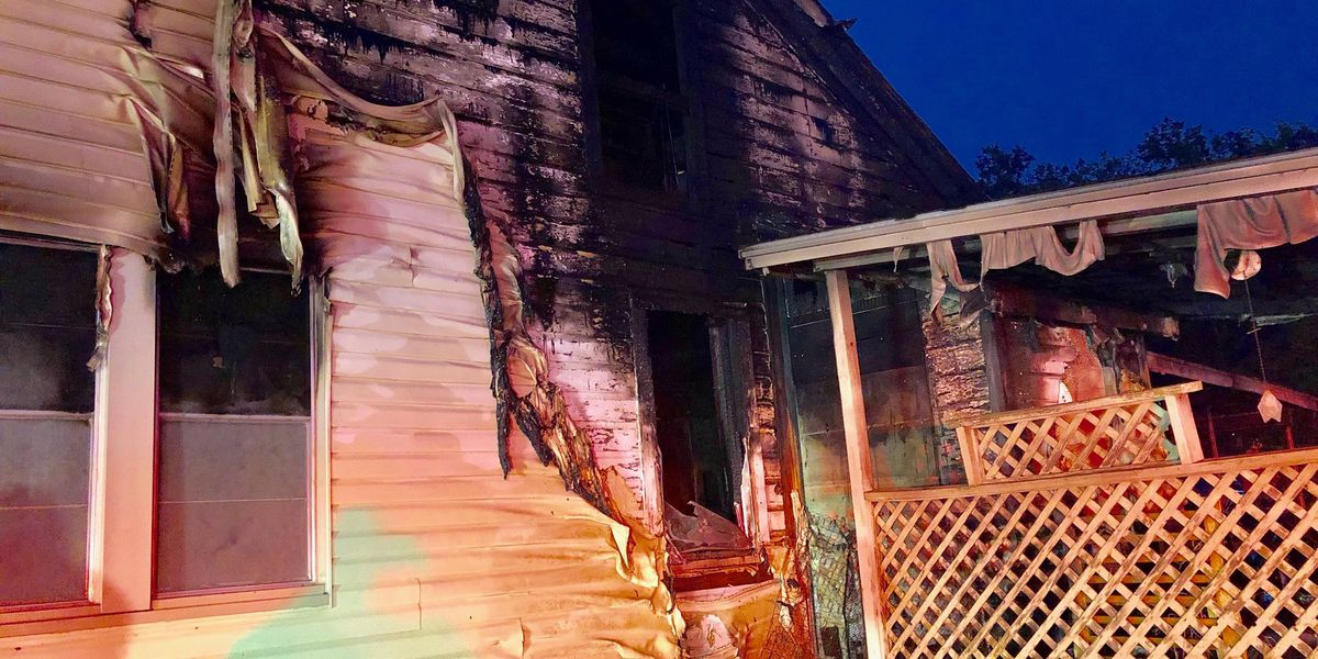 Early morning fire displaces family in Marshall