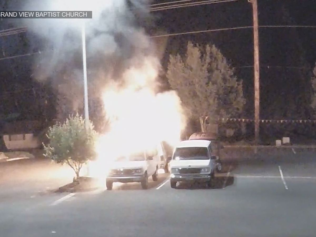 Caught on camera: Gas thief accidentally sets church vans on fire in Oregon