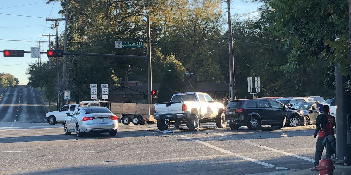 TRAFFIC ALERT: Crews responding to crash on Loop 323