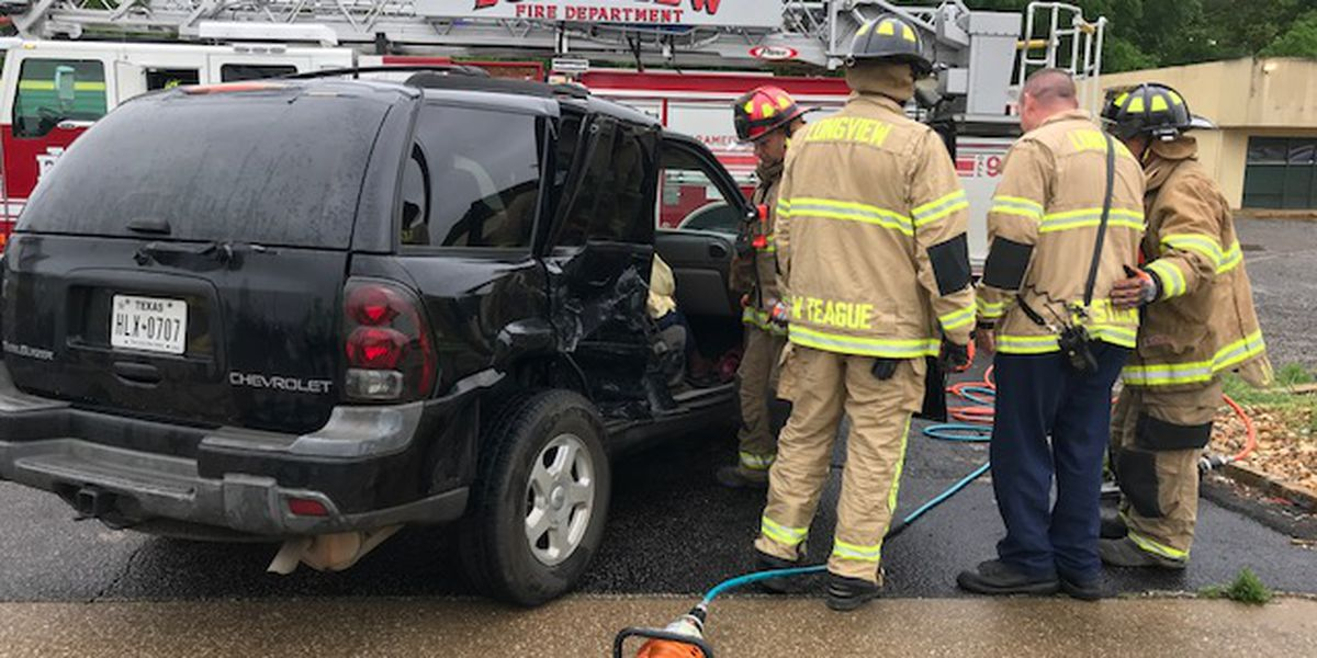 Longview police clear scene of wreck at Marshall Avenue, Gilmer Road