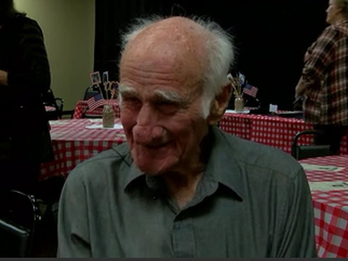 Veteran thankful for birthday cards from all over the country