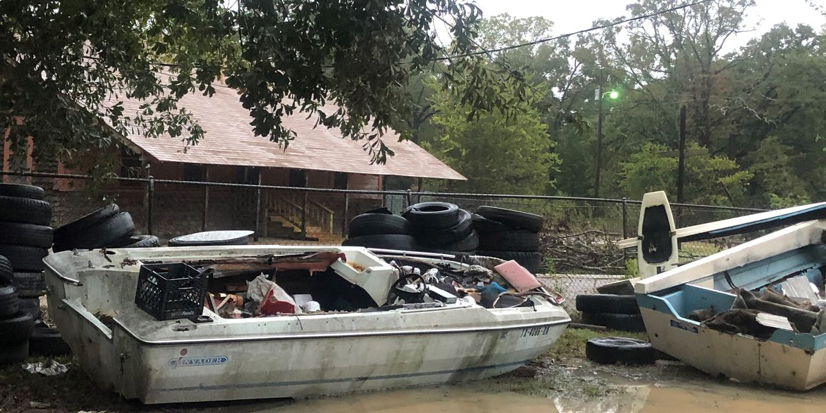 Residents of Rolling Oaks community recruiting help to remove abandoned boats, debris
