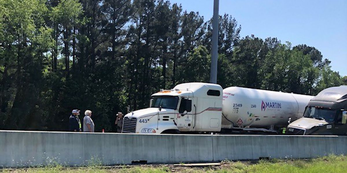 I-20 eastbound shutdown near 271 exit in Smith County due to crash