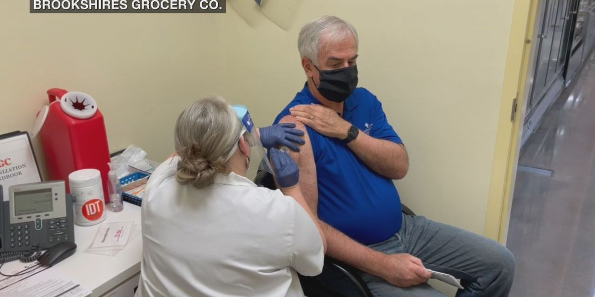Moderna's COVID-19 vaccine arrives at Tyler grocery store pharmacies