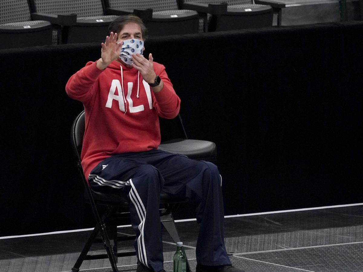 Mavs' Cuban relents on anthem after NBA reiterates policy