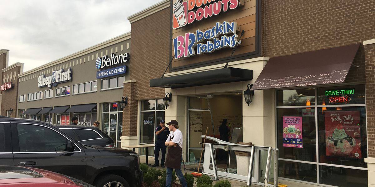 Driver wrecks into front of Tyler Dunkin' Donuts