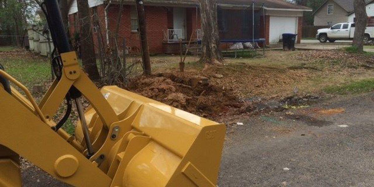 Crew working to fix gas leak in Longview