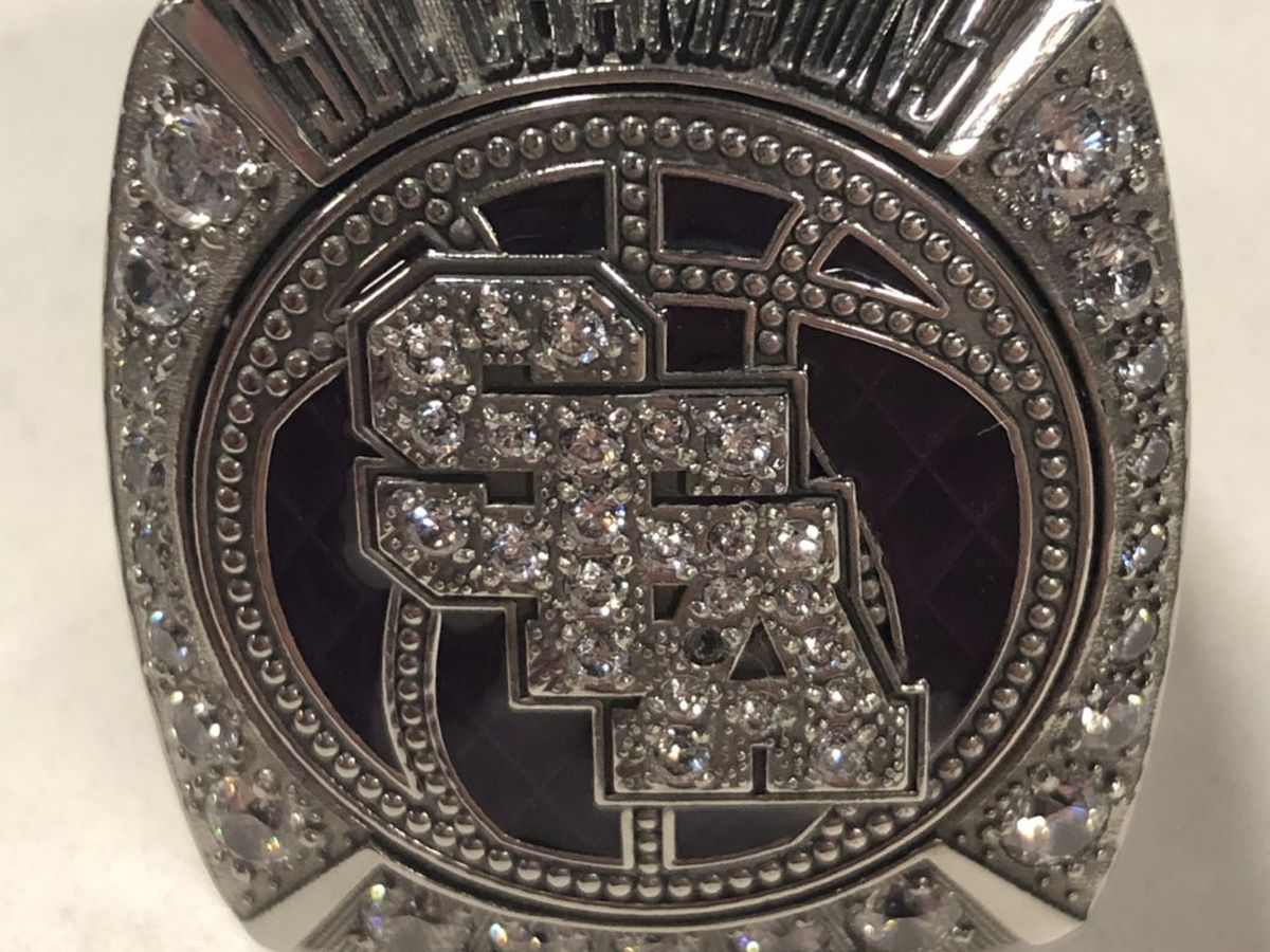2020 SFA basketball team finally receives SLC championship rings