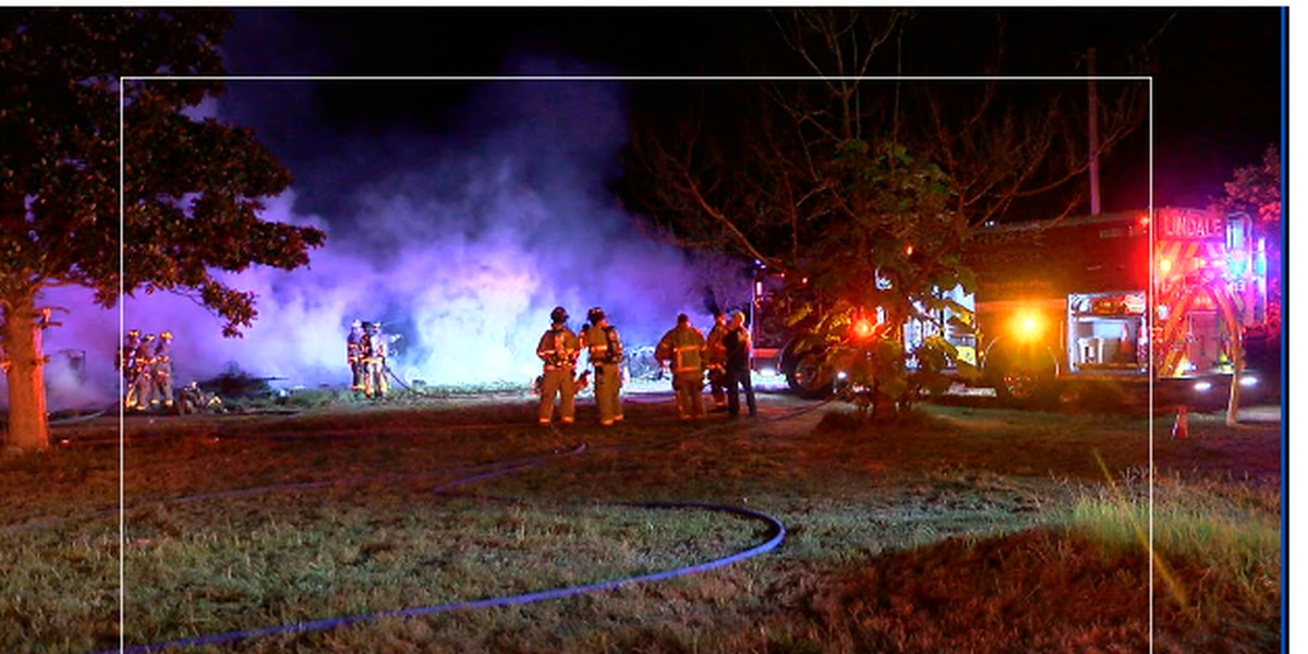 No one hurt after house, car catch on fire overnight in Smith County