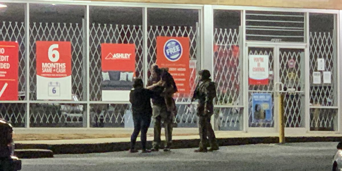 No injuries reported in hours-long standoff at Tyler auto shop; suspect in custody