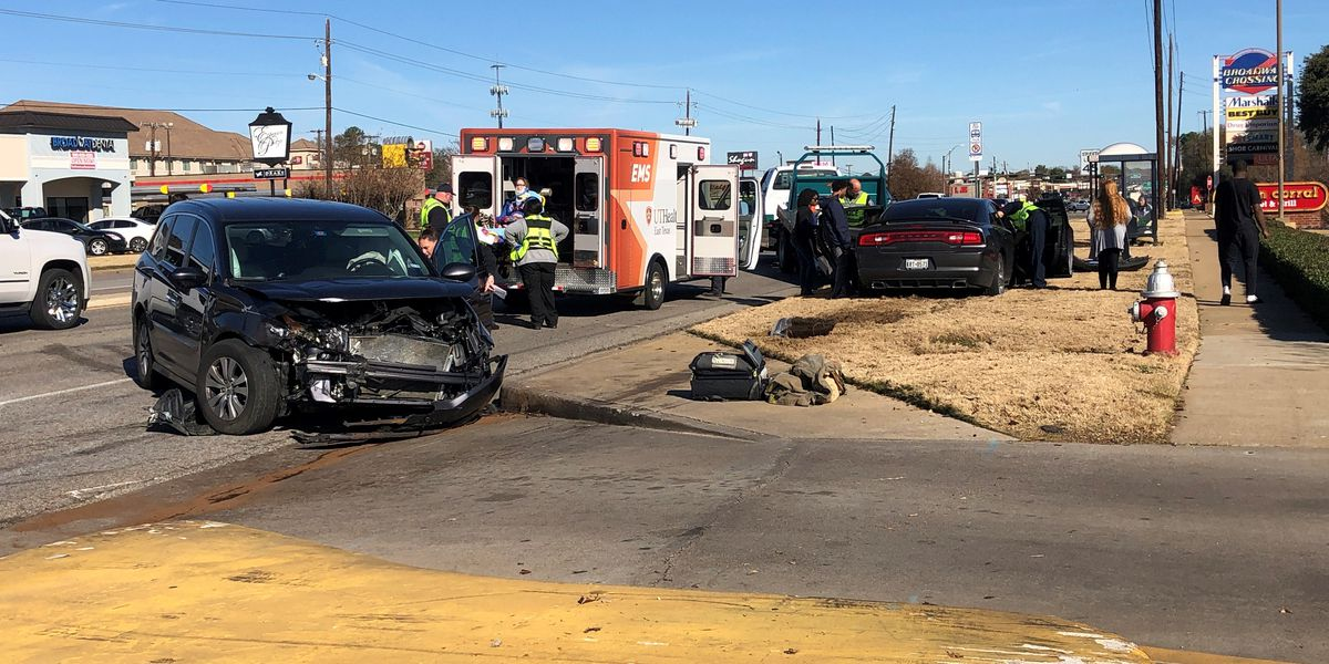 Two crashes cause traffic problems on S. Broadway in Tyler