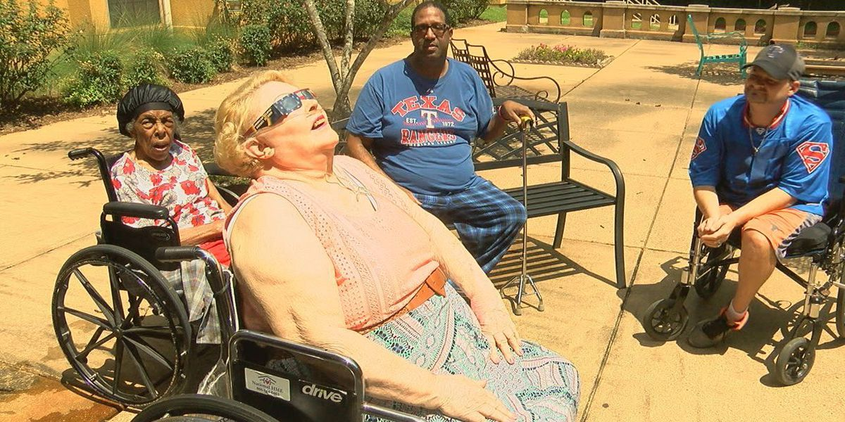 East Texans remember 1979 eclipse while watching today